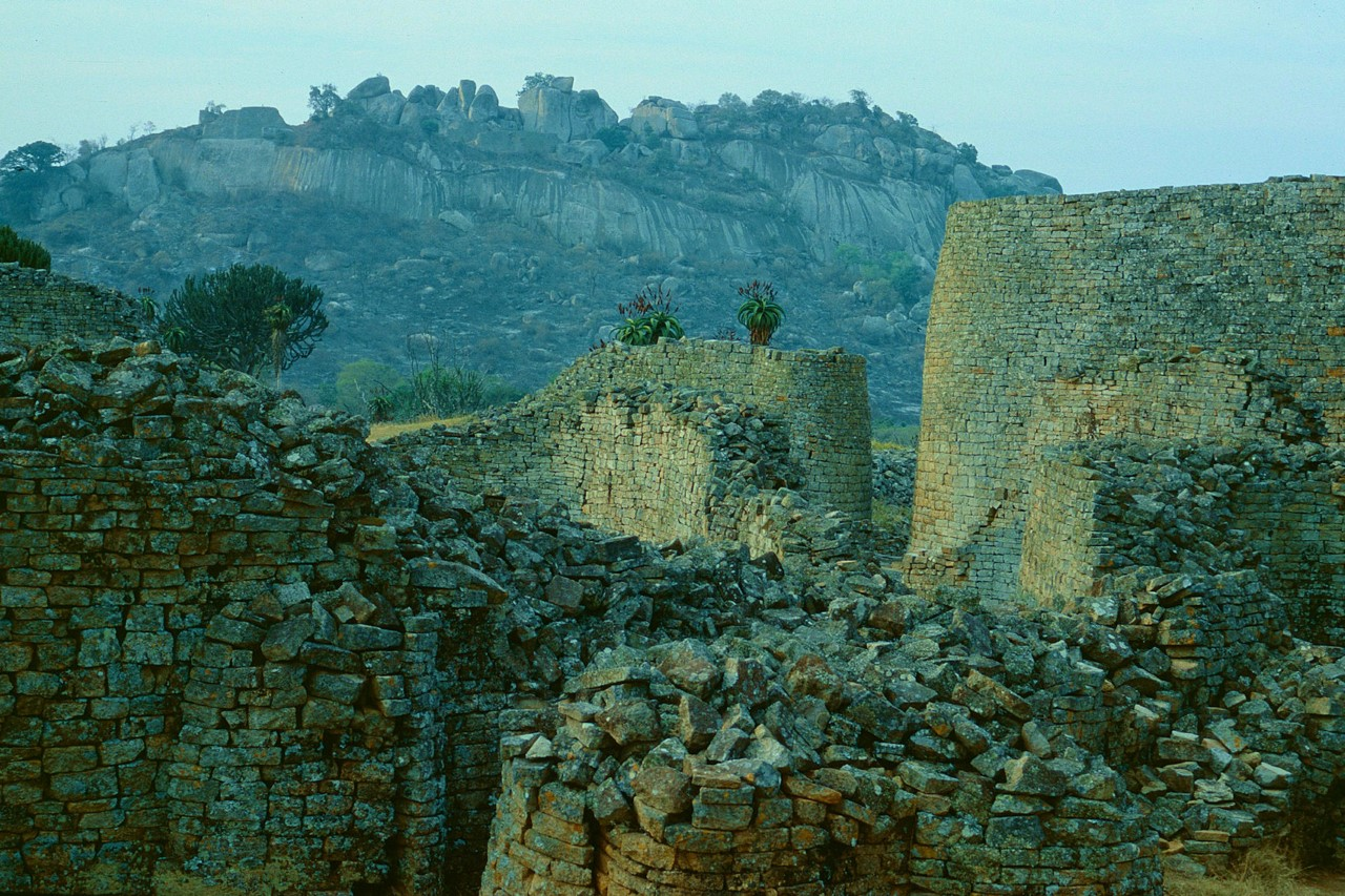 Руины на территории Зимбабве